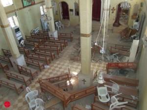 Une église saccagée après le passage de l'EI à Sadad en octobre 2013