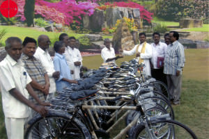 INDIA / ELURU 13/00348Motorcycle and 10 bicycles for pastoral w