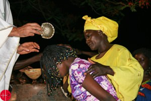 Central African Republic, Bozoum, baptism of a woman at Easter Vigil. Used as Illustration for the Internet Project CENTRAL AFRICAN REPUBLIC / BOUAR 15/00057 PrID: 1502293